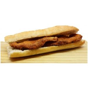 bocadillo pechuga de pollo empanada
